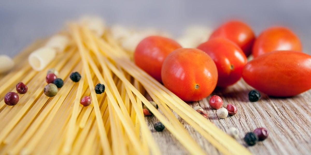 En muchos países, los espaguetis están fortificados con ácido fólico