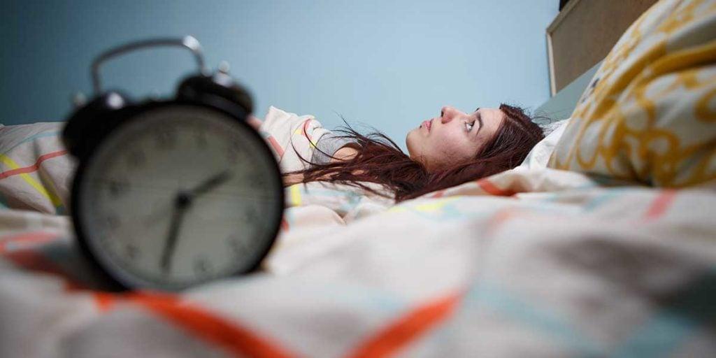 Mujer tumbada en la cama