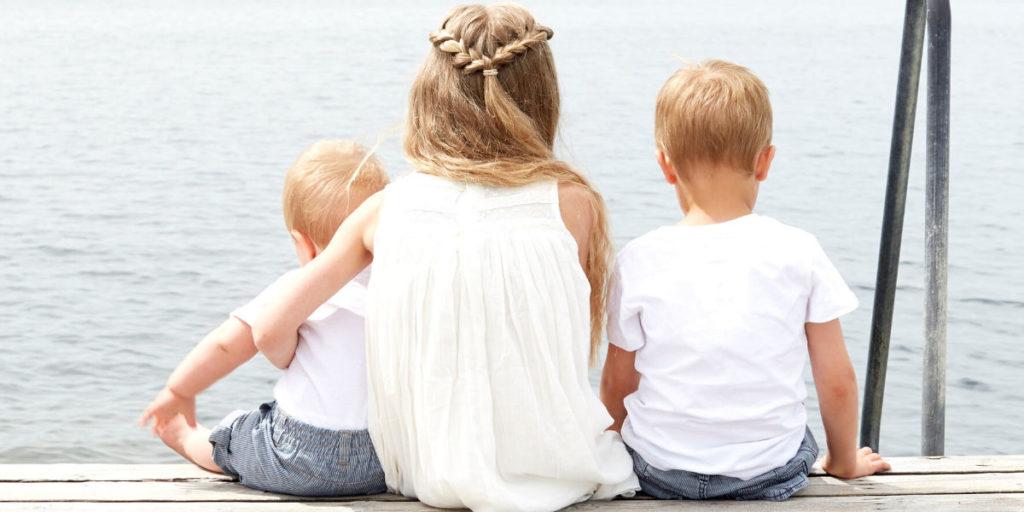 Niños pasando tiempo al aire libre